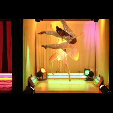 Tanzinitiative Hamburg  glamour 01. - 05.09.2004 jeden Abend 20.30 Uhr    urbane rituale II: Tanz im Container auf dem Spielbudenplatz   Stephanie Cumming, Wien/Vancouver  FremdklË?rper  Julia Mach, Wien,     FremdkË?rper   Katherina Zakravsky, Wien, Faun-Montage    Hommage an Nijinski   Eva Meyer-Keller, Berlin Proper Dancing in the Background  , Paula E. Paul, Berlin,  Harald Thiemann Ein Instrument und ein Paar F¸sse    Margarita Zafrilla, London.  La Ventana Company Yo Soy La    DesintegraciÃ?n  Miss Vep    Hamburg The LAst Party  Danay de la Vega                                                xxx Lesme Grenot, Hamburg Salsa: No Pasa Nada nr 8 feld 15  Vadim Bauser, Hamburg Hip Hop  Anne Weber Arno Br¸cher Hamburg Tango Milonga